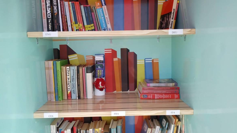 Mala plažna knjižnica